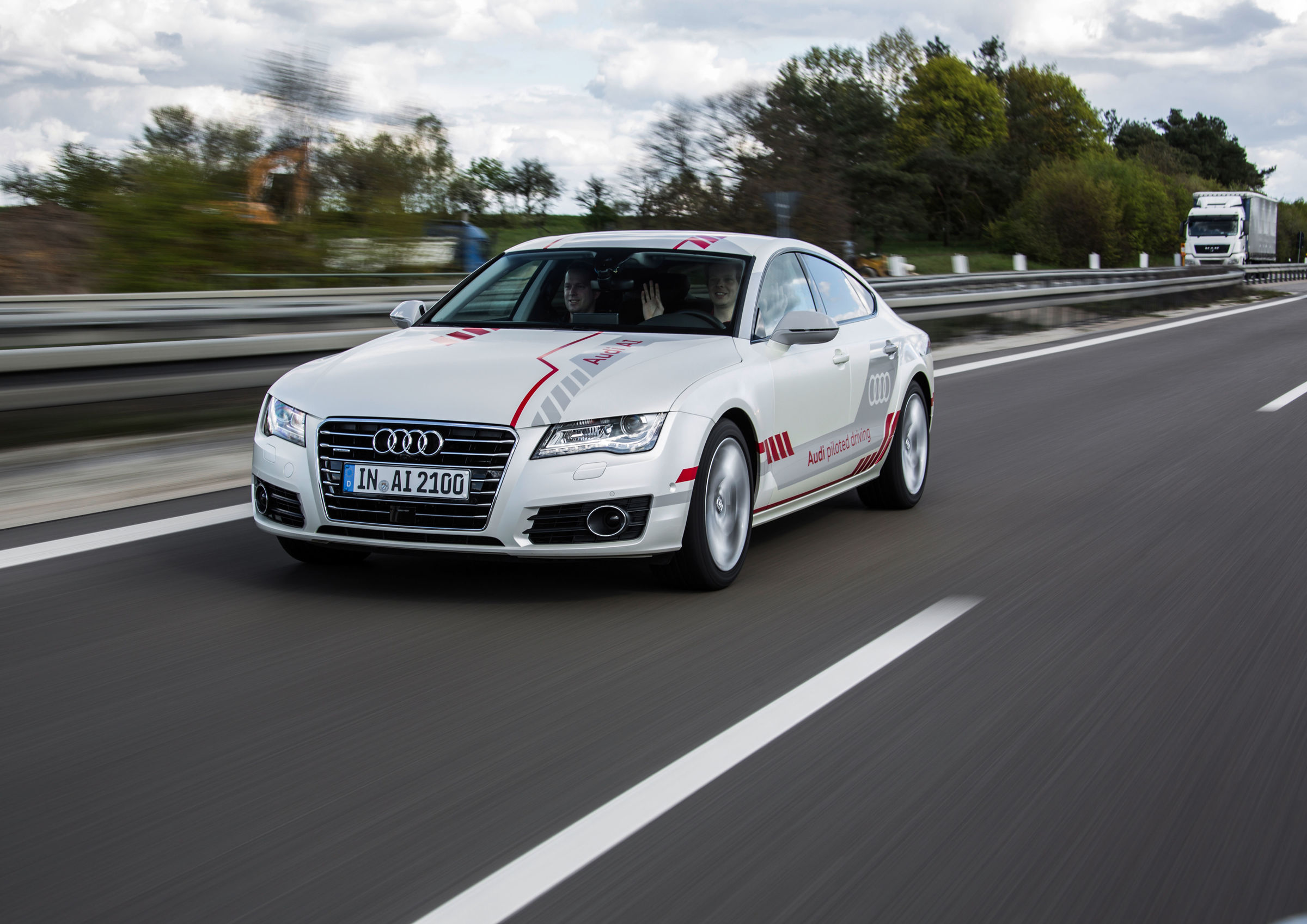 Audi Piloted Driving >> A Look Into The Future Audi Customers Experience Piloted Driving On
