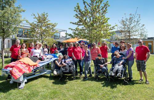 """Aktion """"Freude schenken"""": Audi-Mitarbeiter helfen Pflegebedürftigen in der Region"""