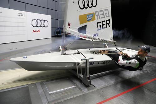 Segelstar Philipp Buhl im Audi-Windkanal