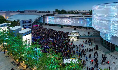 Besucheransturm bei der Audi Late Light Show