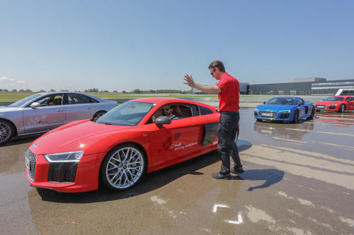 Internationale Ski-Elite trifft sich zur Audi driving experience