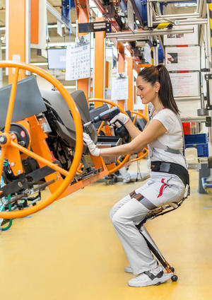 Chairless Chair für verbesserte Ergonomie in der Audi-Produktion