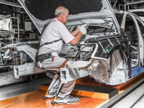 Chairless Chair für verbesserte Ergonomie in der Audi-Produktion