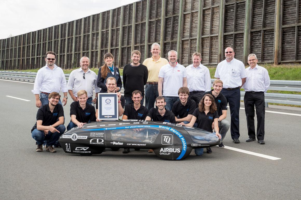 "Team ""TUfast Eco"" fährt bei Audi zum Guinnessrekord"