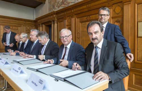 Verträge für den Bahnhalt ,Ingolstadt Audi' unterzeichnet
