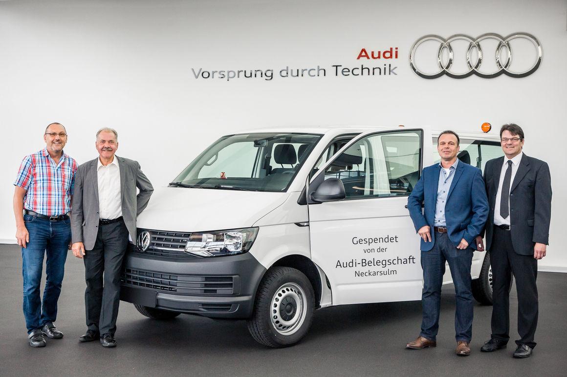 Audianer spenden VW Transporter an Kinder- und Jugenddorf Klinge