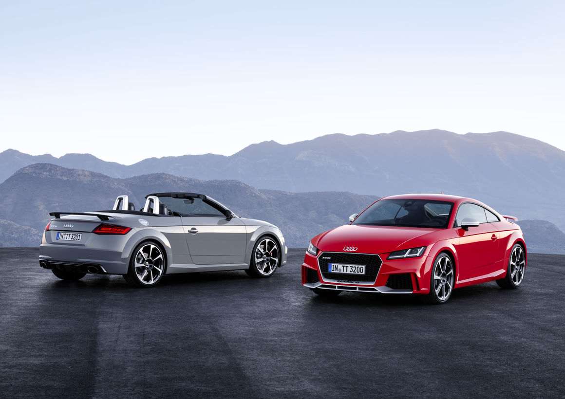 Audi TT RS Coupé and TT RS Roadster: the sporty vanguard of the model series  (2016)