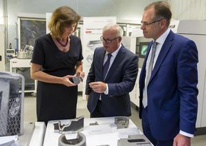 Bayerische Wirtschaftsministerin Ilse Aigner besucht Audi-Werkzeugbau am Standort Ingolstadt