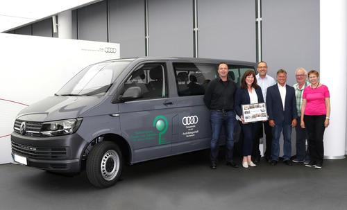 Audianer spenden VW-Transporter an das erzbischöfliche Kinderheim St. Kilian Walldürn
