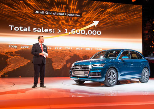 Dr. Dietmar Voggenreiter (Member of the Board of Management of AUDI AG for Sales and Marketing) in front of the new Audi Q5 at the Paris Motor Show 2016