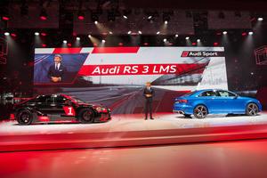 Stephan Winkelmann (Geschäftsführer quattro GmbH) vor dem neuen Audi RS 3 LMS und der neuen Audi RS 3 Limousine, Paris Motor Show 2016