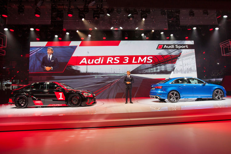 Stephan Winkelmann (Geschäftsführer Audi Sport GmbH) vor dem neuen Audi RS 3 LMS und der neuen Audi RS 3 Limousine, Paris Motor Show 2016