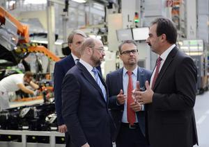 EU-Parlamentspräsident fährt pilotiert mit Audi