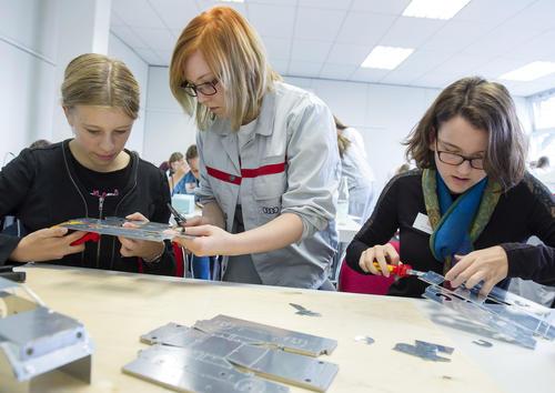 Mädchen feilen bei Audi an eigener Zukunft