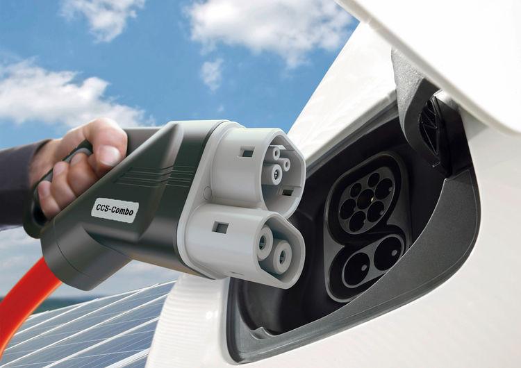 BMW Group, Daimler AG, Ford Motor Company und der Volkswagen Konzern mit Porsche und Audi planen Joint Venture für ultraschnelles Hochleistungsladenetz an wichtigen Verkehrsachsen in Europa