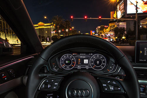Audi networks with traffic lights in the USA