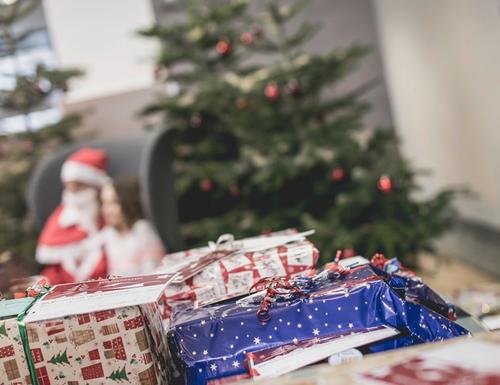 Wunschbaumaktion: Neckarsulmer Audianer erfüllen Weihnachtswünsche
