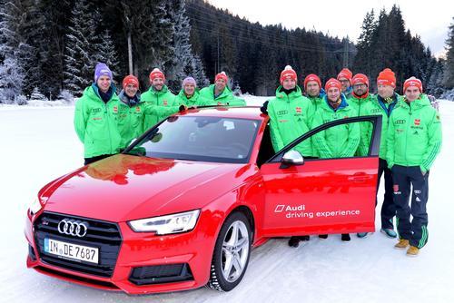 Audi führt Skisprung-Stars auf die Eisfläche