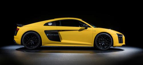 Audi prägt Symbole in den Autolack