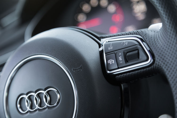 User operation and Displays | Audi MediaCenter