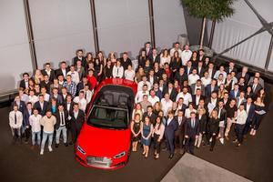 117 Absolventen haben im Audi Forum Neckarsulm den erfolgreichen Abschluss ihrer Berufsausbildung und ihre Übernahme gefeiert.