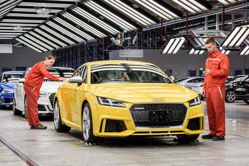 Production Audi TT RS Coupe: assembly