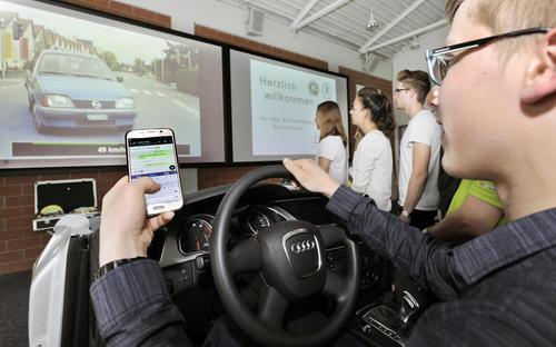 """""""Disco-Fieber"""": Aktionstage für Audi-Azubis in punkto Verkehrssicherheit"""