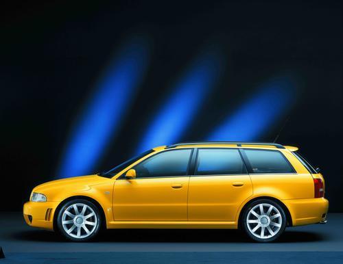 Paternoster im Audi museum mobile neu bestückt
