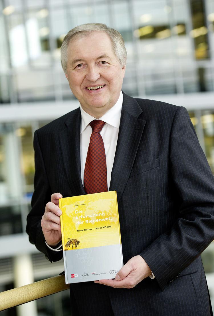 Audi-Umweltstiftung veröffentlicht Bienenbuch