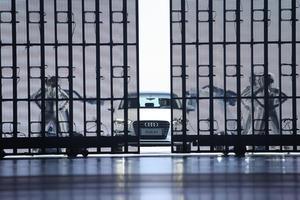Audi feiert das 25-jährige Bestehen der Partnerschaft mit First Automotive Works (FAW). Gleichzeitig liefert Audi heute das zweimillionste Automobil in China an einen Kunden aus, einen lokal produzierten Audi A6 L. Beide Unternehmen kündigen an, gemeinsam an einem Plug-in-Hybrid-Projekt zu arbeiten.