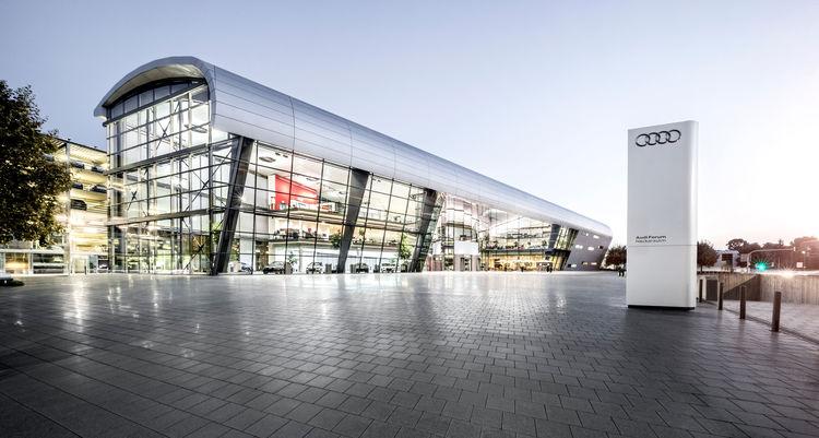 Jubiläum im Audi Forum Neckarsulm: 30 Jahre Neuwagenabholung