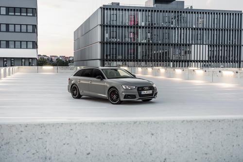 Audi A4 Avant 3.0 TDI quattro S line black
