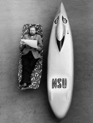 """Der doppelte Liegestuhl: Der gelernte Graphiker Gustav Adolf Baumm schuf mit Hilfe der NSU Techniker eine besonders strömungsgünstige Vollverkleidung und nannte sie den """"Baummschen Liegestuhl"""". 1954 knackte er damit elf bestehende Weltrekorde"""