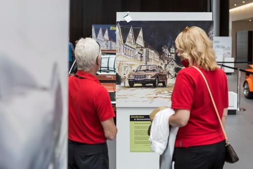 Highlights des Motorsports: Kunstausstellung im Audi Forum Neckarsulm