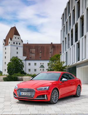 On Tour durch Ingolstadt mit dem Audi S5 Coupé.