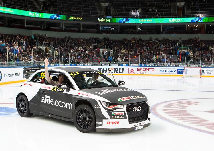 Reinis Nitišs fährt in der Arena Riga