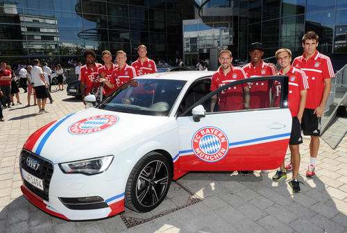Von links: Dante, Thomas Müller, Bastian Schweinsteiger, Manuel Neuer, Franck Ribéry, David Alaba, Philipp Lahm, Javi Martinez