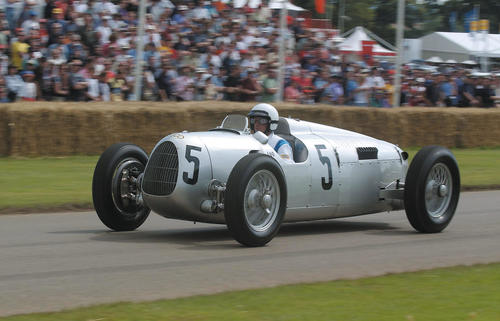 Auto Union C-type V-16 engine (1936) at the Goodwood Festival of Speed (12-14 July, 2002)