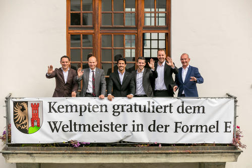Lucas di Grassi und sein Team von der Stadt Kempten geehrt