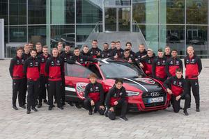 Audi empfängt Fußballer des FC Ingolstadt 04