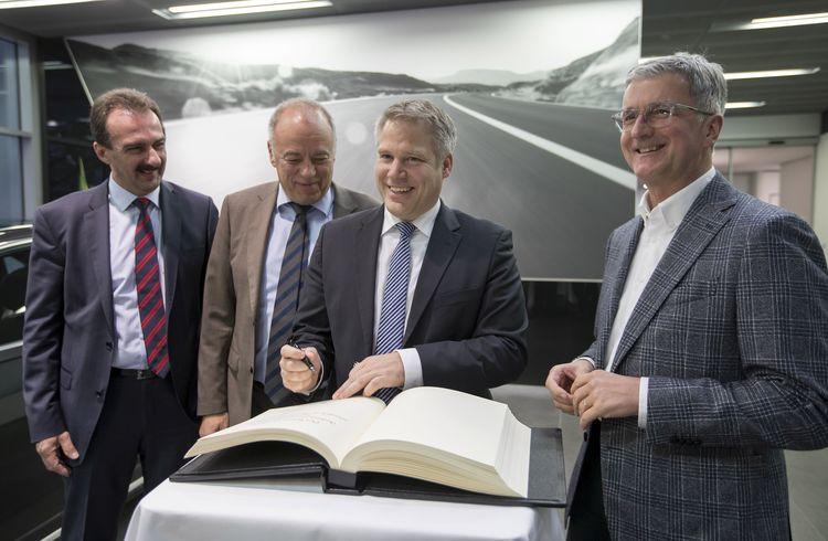 Oberbürgermeister Christian Lösel zu Besuch im Audi-Werk