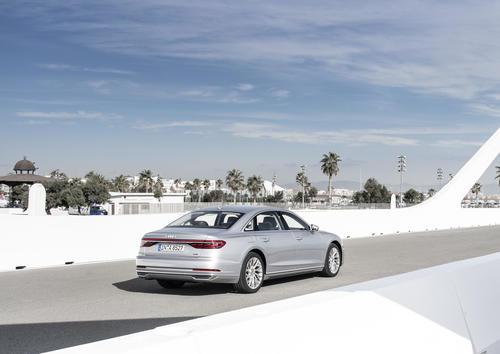 Audi A8 L 55 TFSI quattro tiptronic (250 kW)