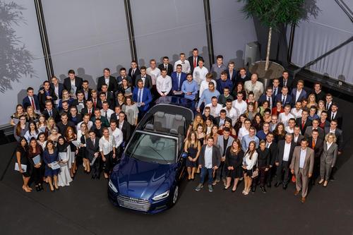 Audi Neckarsulm übernimmt 117 Auszubildende und 17 dual Studierende