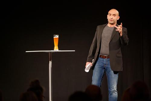 2017 im satirischen Rückspiegel: Django Asül im Audi Forum Neckarsulm
