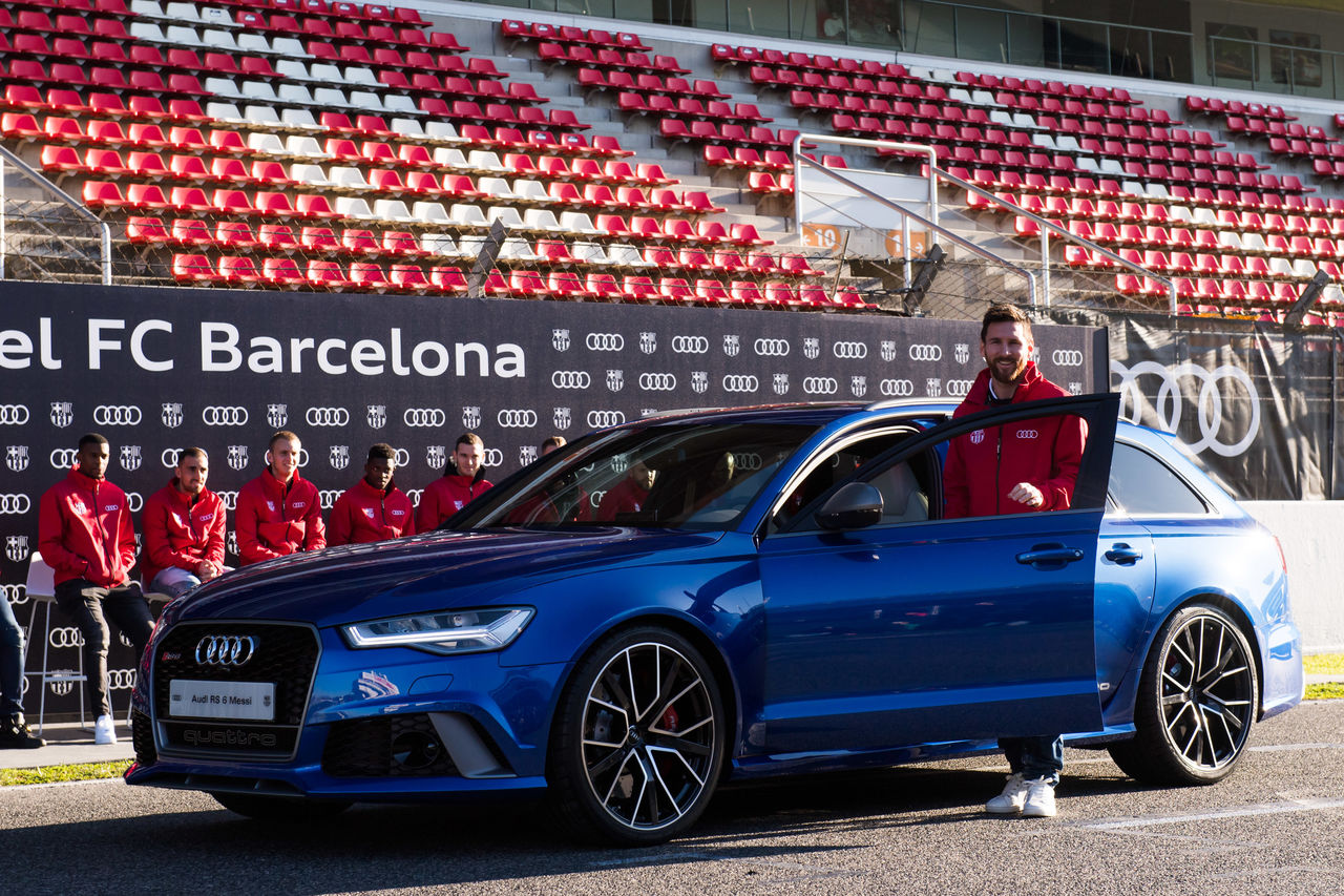 From the pitch to the track: Footballers of FC Barcelona drive Audi