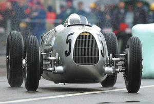 Donau-Ring 2002: Auto union 16-cylinder Type C racing car from 1936