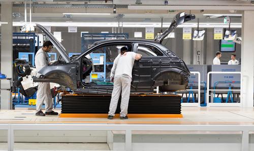 Audi Brussels: Dämmung der Stirnwand am Audi A1
