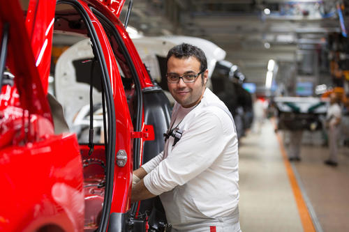 Audi Brussels: Assembly of the door seals on the Audi A1