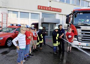 Kindertag im Audi Forum Neckarsulm: Einmal Feuerwehrmann sein