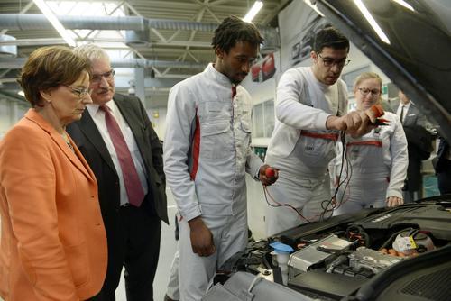 Bayerische Arbeitsministerin zu Gast im Audi Bildungszentrum